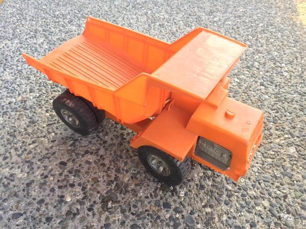 """""""Reliable"""" vintage dump truck"""