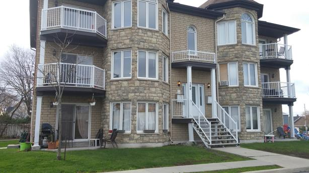 Three Bedroom 290-4 Front Street Aylmer QC June  1st