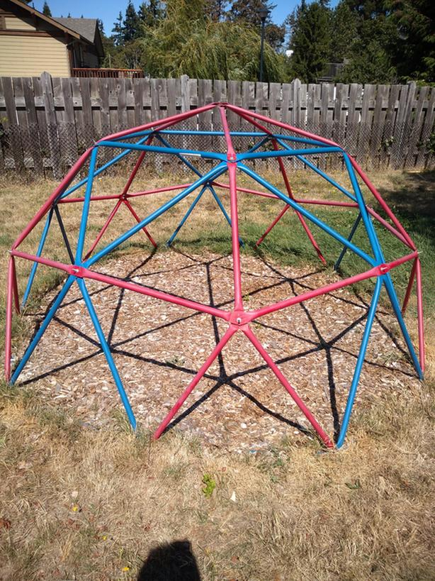 Geodesic climbing structure