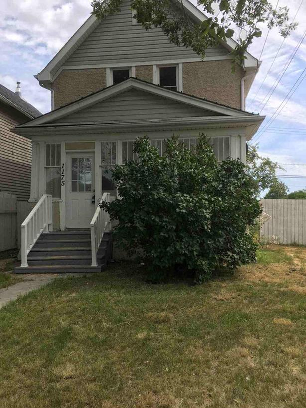 6 bedroom character home with fenced yard & gargage
