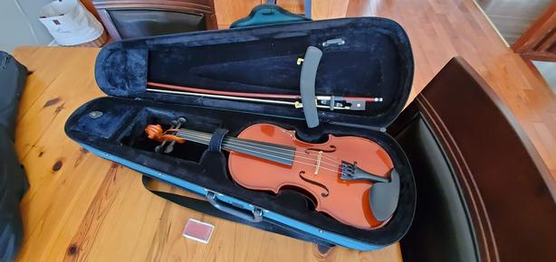 Kids 3/4 size violin and case
