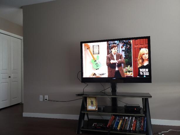 """47"""" Vizio TV and glass 3 shelf swivel stand."""