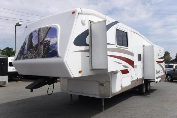 2007 Crossroad Cruiser CK30SK Fifth Wheel Trailer with 3 Slide Outs