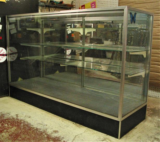 Glass display showcase with 3 shelves