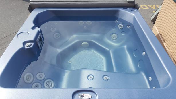 4-5 Person Hot Tub Refurbished