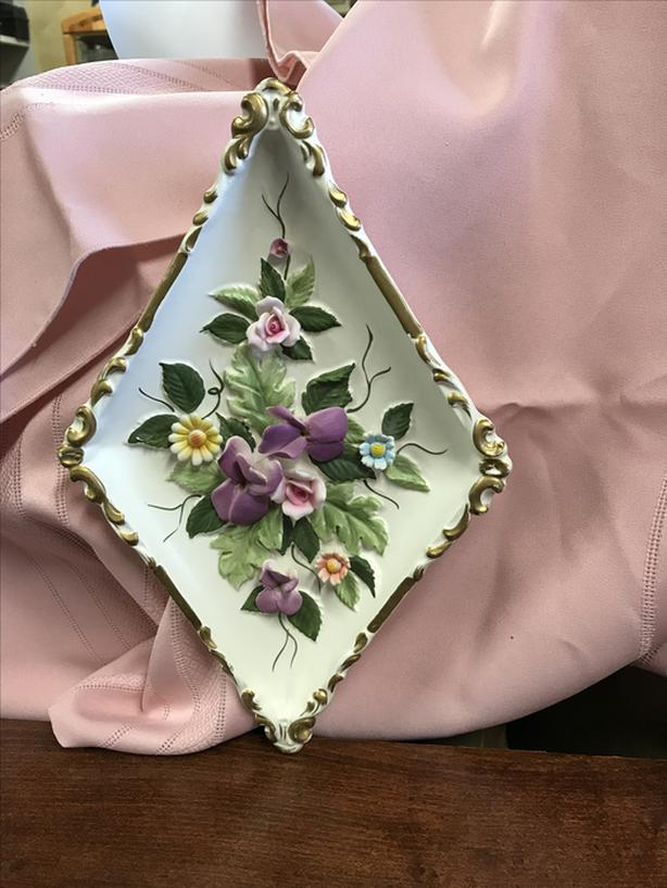 Triangle raised flowers wall hanger from Japan