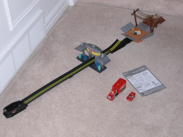 **** Cars - Lightening Mcqueen Jump Track ****