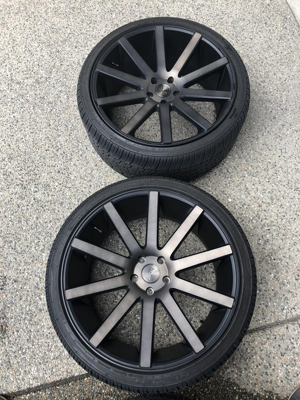 """22"""" Dub rims with summers *Mint*"""