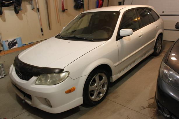 2002 Mazda Protege5 Hatchback - AUTO! REMOTE STARTER!