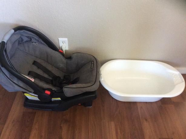 Graco Infant car seat, and walmart baby bathtub