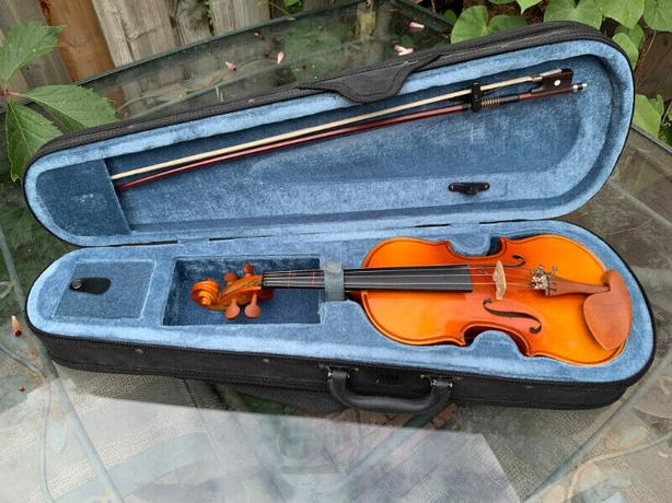 Violin 1/4 size with case and bow
