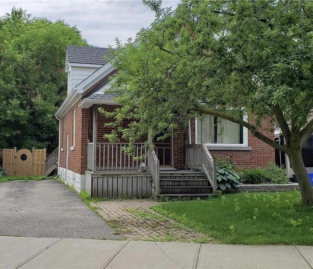 This beautiful updated 1 1/2 storey home in desirable midtown