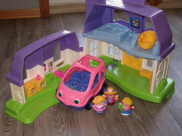 (fisher price house , )little people ,