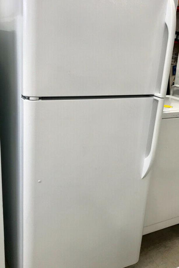 Kenmore Top Freezer FRIDGE