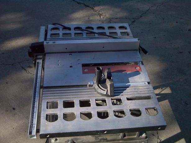 SKIL TABLESAW WITH STAND & ACCESSORIES