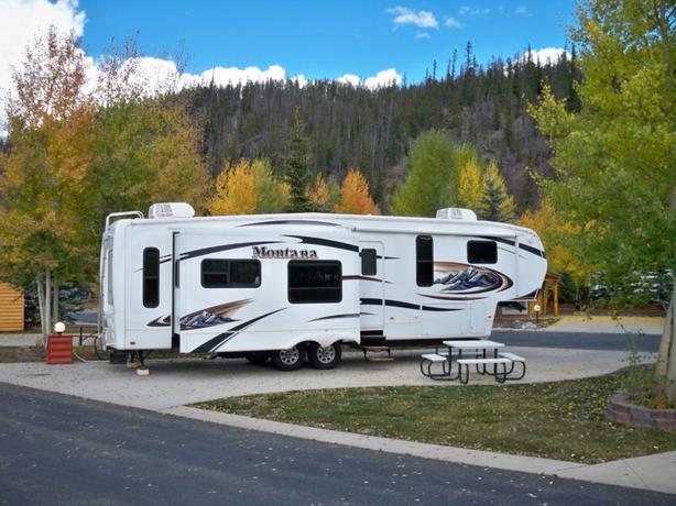 2010 Montana by Keystone 3455SA Hickory Addition