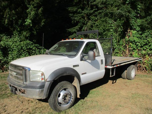 2005 Ford XLT F550 4x4 Diesel 12 foot flat deck