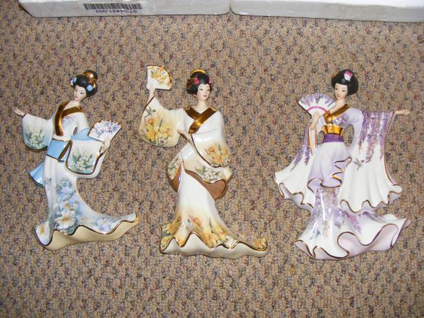 Geisha Gardens figurines/wall plaques