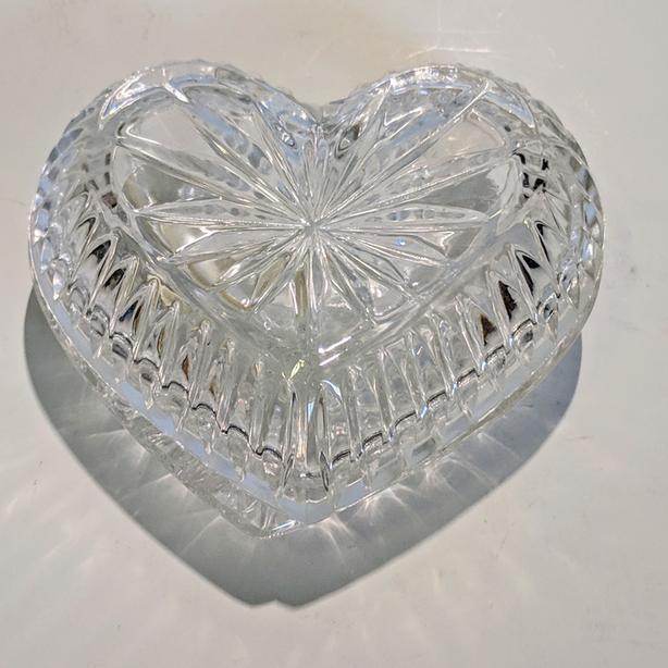 DECORATIVE CRYSTAL HEART-SHAPED TRINKET JEWELRY BOX