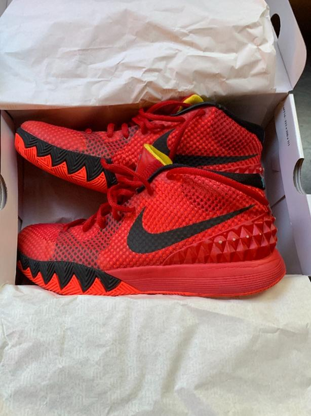 Like New!! Nike Kyrie Basketball Shoes