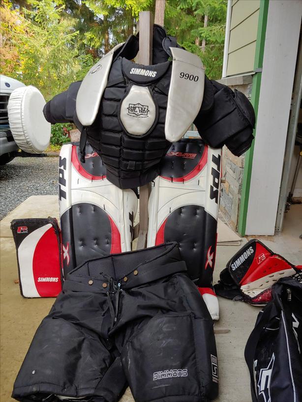 Mens full hockey goalie equipment