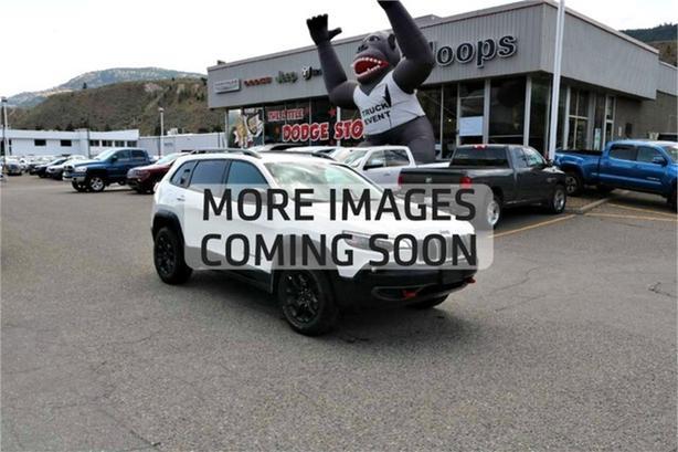 2019 Jeep Cherokee Trailhawk /Demonstrator//Bluetooth//BackupCam/