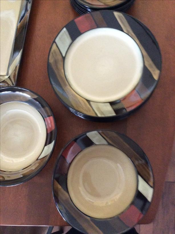 BRAND NEW SET OF DISHES