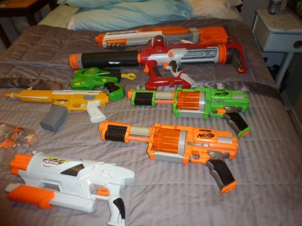ASSORTMENT OF AWESOME NERF WEAPONS