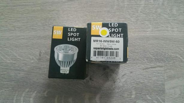 LED 12V lights.  2 Bulbs