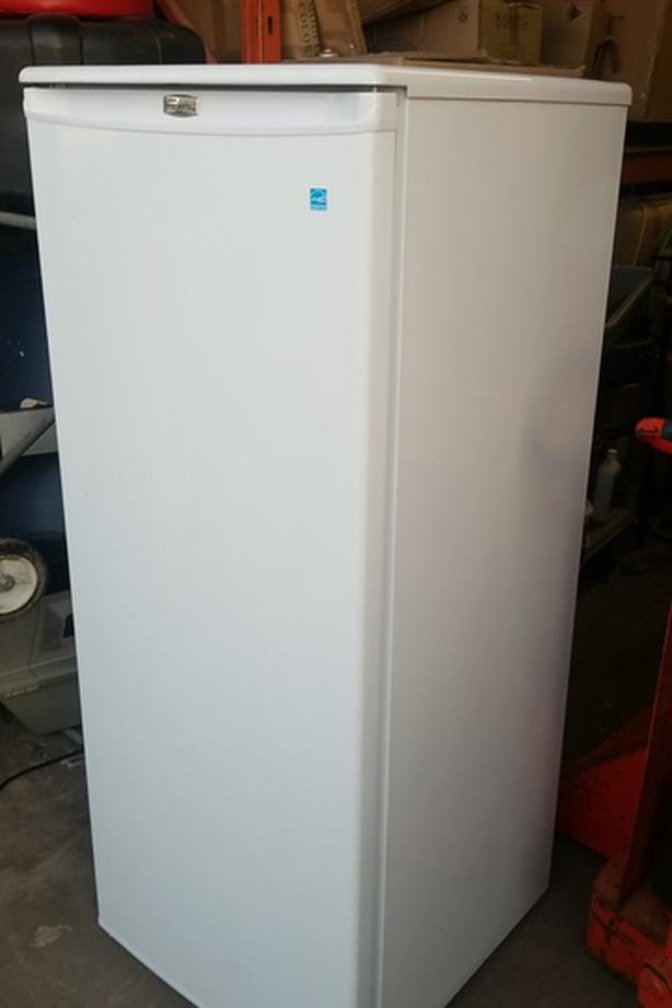 Danby upright freezer 100% cold working condition! Save