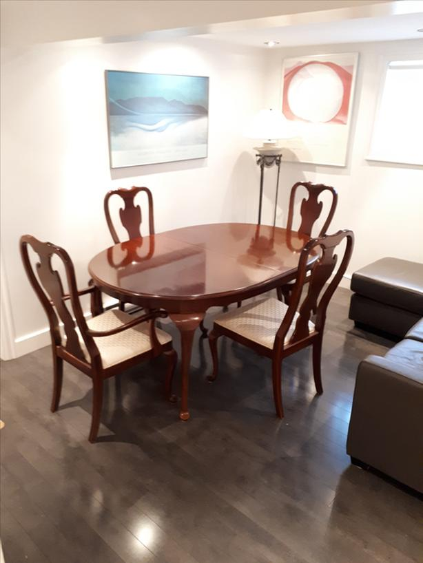 $900 · Drexel Heritage Dining Room Table and Chairs