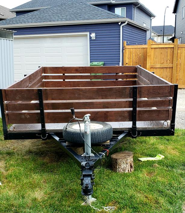 UTILITY TRAILER  -  SINGLE AXEL ( PRICE REDUCED)