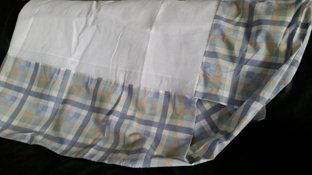Double sized Bed skirt with 2 pillow shams