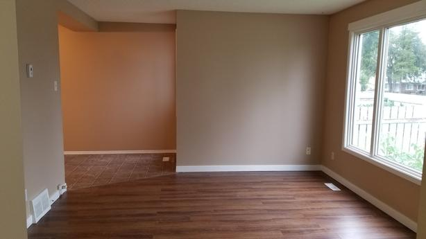 Three Bedroom Townhome in Excellent Location!!