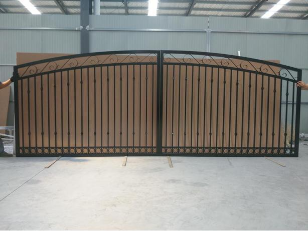 Gates are 10ft  12ft 14ft  16ft   all Aluminum never rust