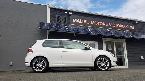 ** 2011 Volkswagen Golf 2.5L - 5 Speed Manual - ONLY 95K
