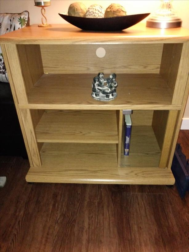 Oak colored TV/Stero/Microwave stand receive FREE Lamp