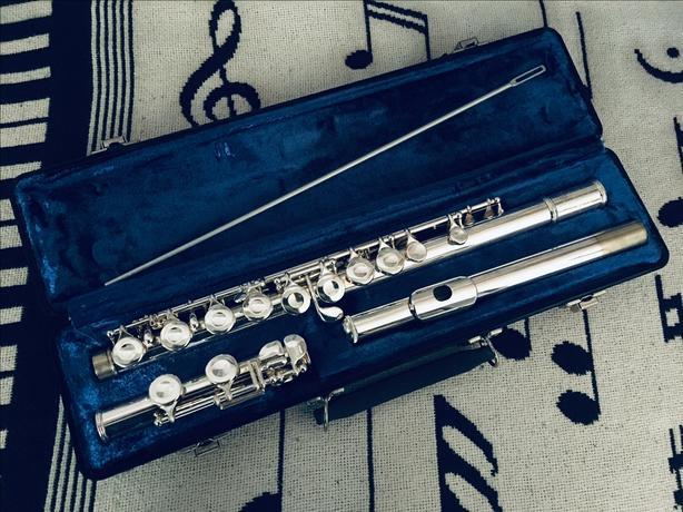 Selmer Bundy BFL-300 Flute Offset G, C Foot