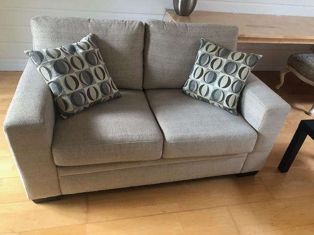 Fabulous Log In Needed 750 Sofa Set 2 Seat And 3 Seat Easy Chair And Ottoman Dailytribune Chair Design For Home Dailytribuneorg