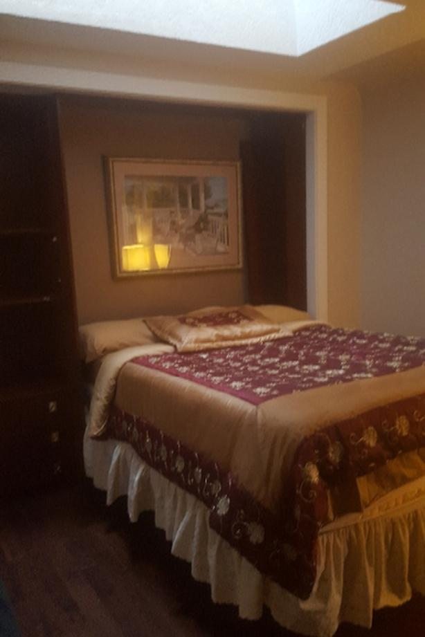 AVAILNOW- -FURNISHED ROOMS, util incl. EXECUTIVE HOUSE