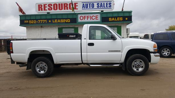 2004 GMC Sierra SLE with only 120,000 km, 6 liter engine, Tommy Gate