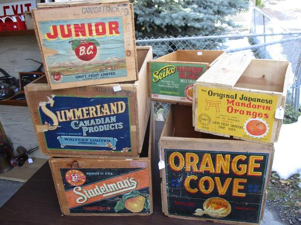 ESTATE COLLECTION OF 1950S FRUIT BOXES