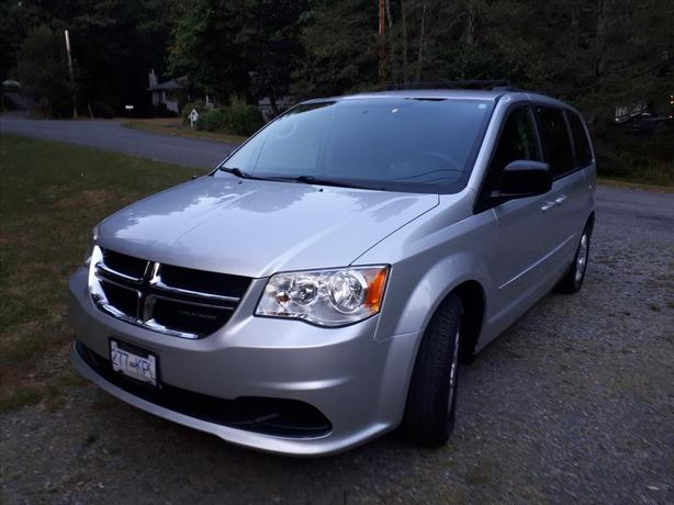 2011 Silver Dodge Grand Caravan Crew with Stow-n-Go seats