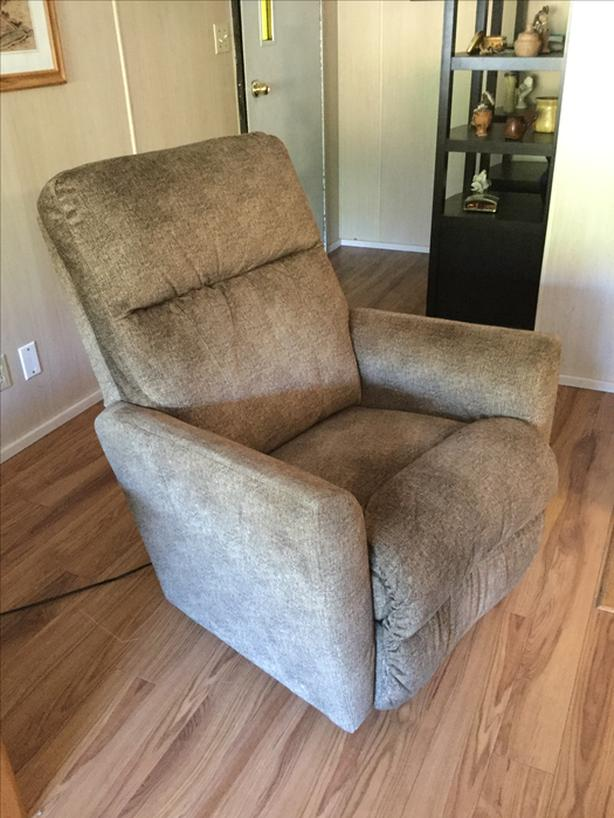 La-Z-Boy Power Recliner with Heat &Massage