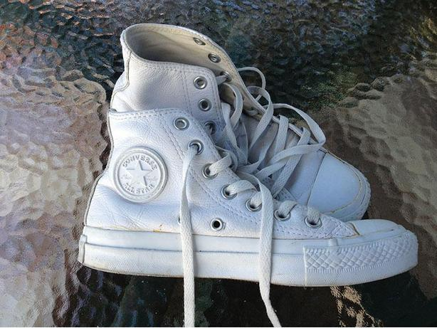 White leather Converse - size 5