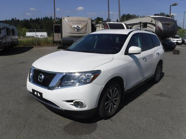2014 Nissan Pathfinder SL 4WD 3rd row seating