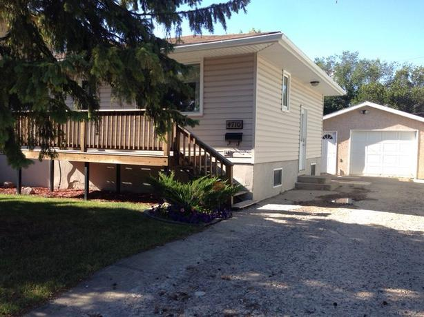 Cozy 3 bed 2 bath house for rent with Garage