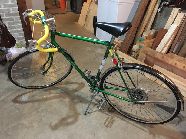 """Vintage Apollo Road bike....23"""" frame...for rider 5""""9 to 6""""1"""""""