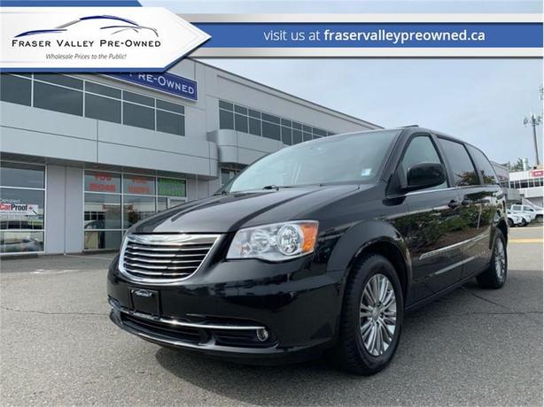 2015 Chrysler Town & Country TOURING  - $137 B/W