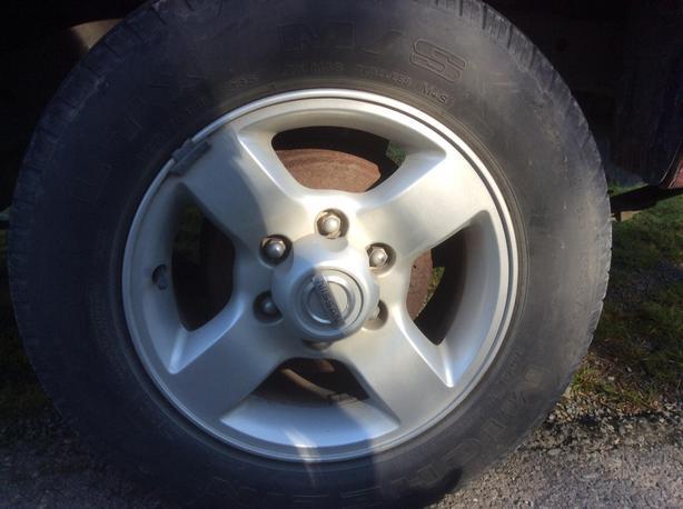 "4 X Nissan 16 "" aluminum wheels / Michelin LTX  M/S tires"